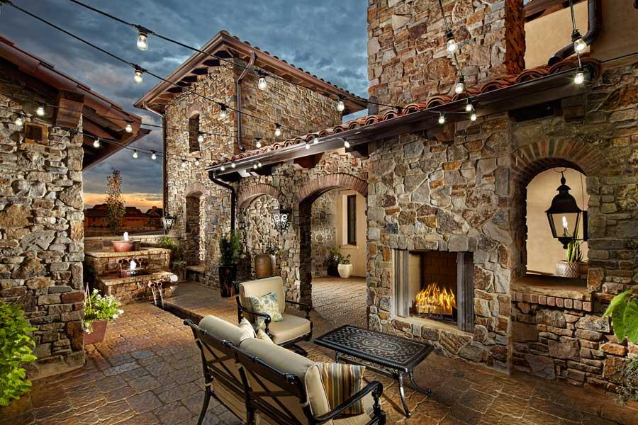 Salazar-Courtyard
